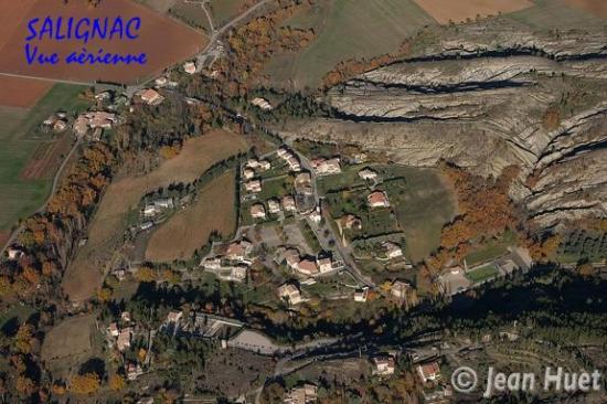 04068u7-salignac-vue-aerienne.jpg